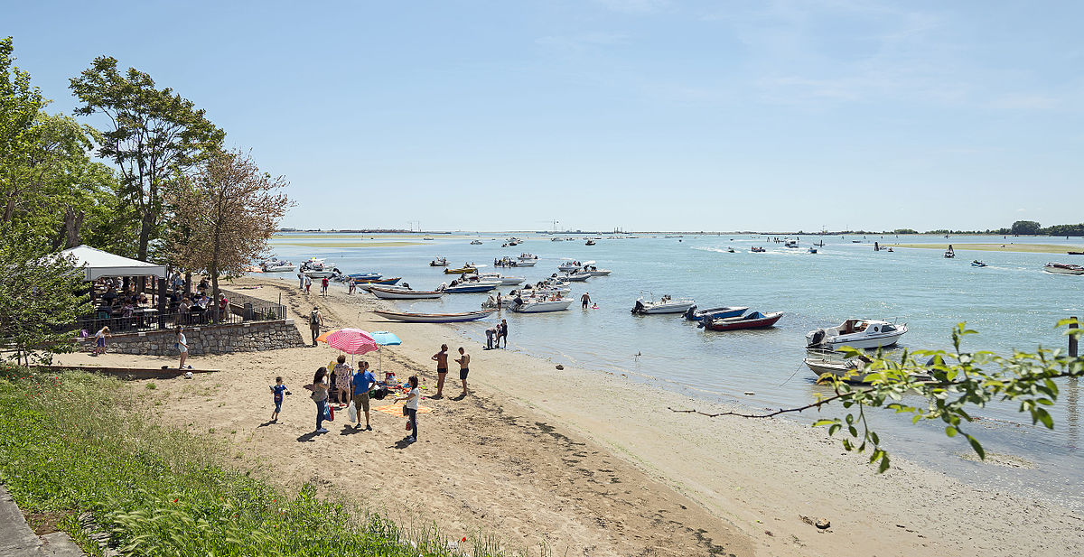 Families on the beach at Sant'Erasmo